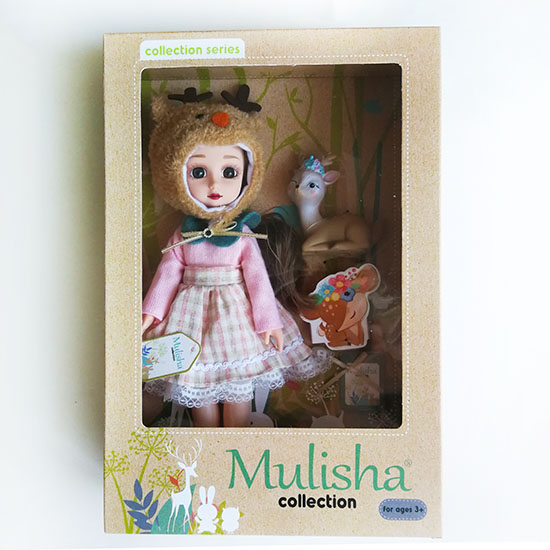 Mulisha doll, Emily baba rózsaszín ruhában, őzikével- CsimpIStore Webáruház